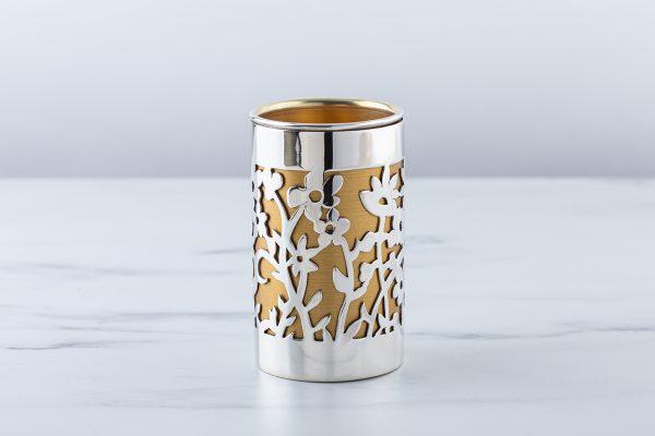 גביע ניסור פרחים מכסף על רקע זהב